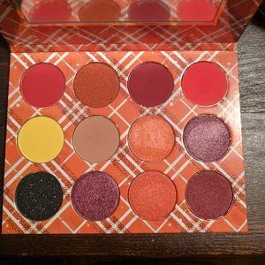 Peachy Queen eyeshadow palette